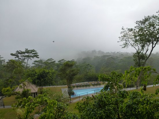 Melheim Resort : Misty morning view of the pool and valley..