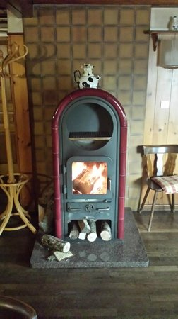 Auberge du Mehrbachel : fireplace at the bistro