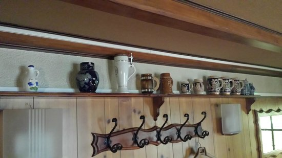 Auberge du Mehrbachel : collection of beer cans