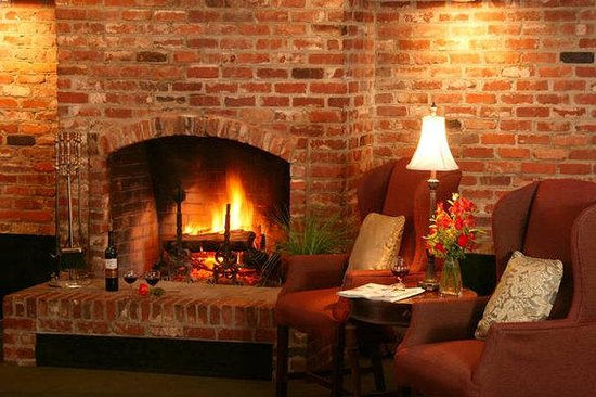 Lafayette Garden Inn & Conference Center: Fireplace