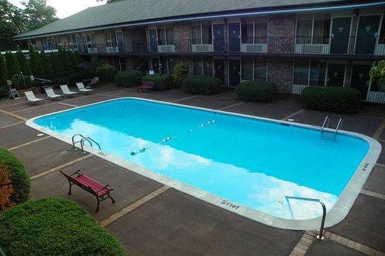 Lafayette Garden Inn & Conference Center: Pool