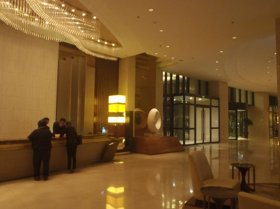 Renaissance Tianjin Lakeview Hotel: Lobby