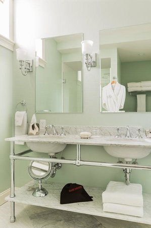 The Inn at Hastings Park : Bathroom