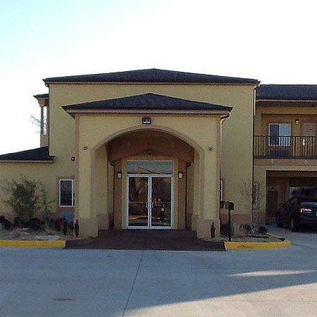 Muskogee Inn and Suites: exterior