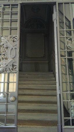 B&B Al palazzo: Scala d'ingresso