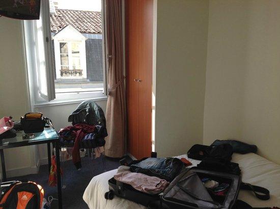 Henri IV Hotel : chambre 23 trés petite