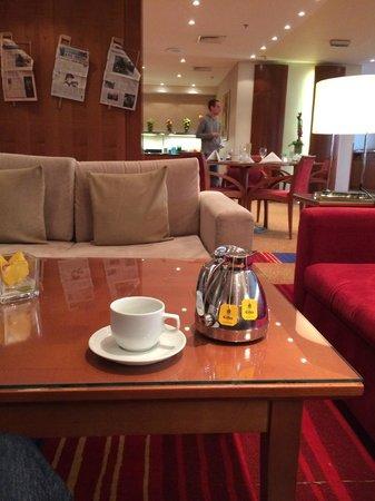 Hilton Prague: Thé i Executive Lounge