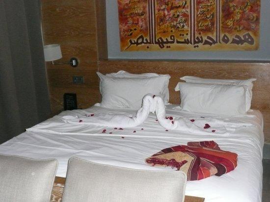 Sirayane Boutique Hotel & Spa : décoration du lit tout les soirs