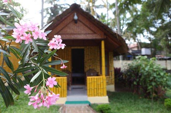 Savithri Inn : Independent Hut