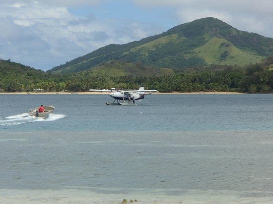 Nanuya Island Resort: Meeting the plane