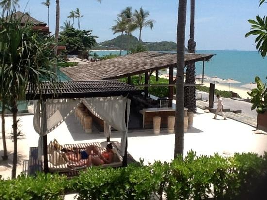 Hansar Samui Resort: beach bar, serves three (2 for 1) happy hours daily