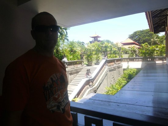 Bintang Kuta Hotel: stairs at back of hotel to walk through to Ramada Bintang and if you wish the beach