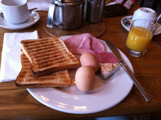 Parade Park Town House Bed & Breakfast: Hard boiled Eggs & Ham & Salami