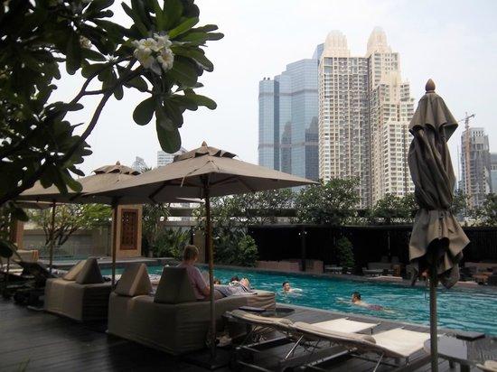 Anantara Sathorn Bangkok Hotel: pool