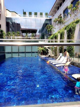 Le Meridien Singapore, Sentosa: Moevenpick Heritage Hotel Swimming Pool
