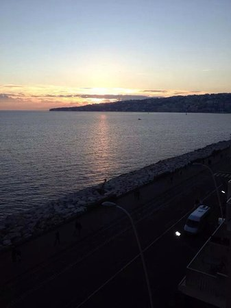 Royal Continental Hotel: Lungo mare ...