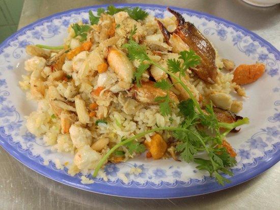 Quan Thuy: 蟹づくしの炒飯です!
