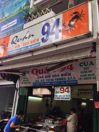 Quan Thuy: もうひとつ、同じ名前の店が近くにありますが、こちらに入りました。