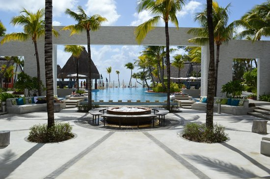 Ambre Mauritius: View on entering hotel