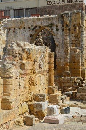 Amfiteatre: .