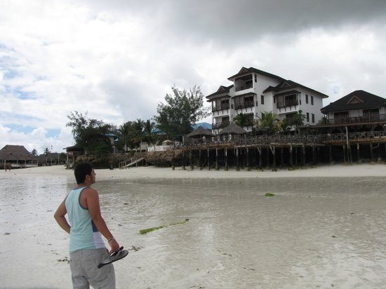 Langi Langi Beach Bungalows: hotel seen from sea at  low tide