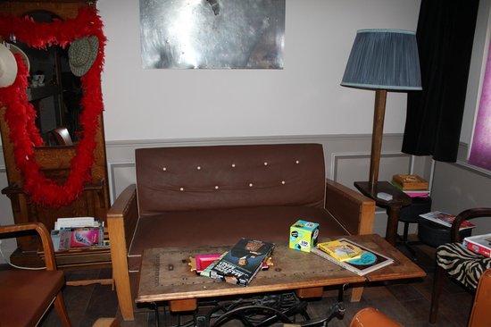 Detective Hotel : Salle de détente