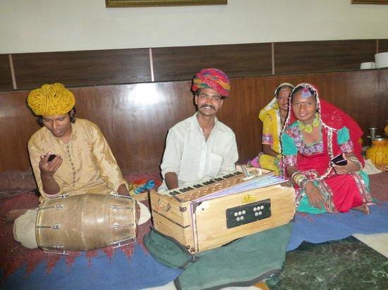 Hotel Glitz: インディアンダンス
