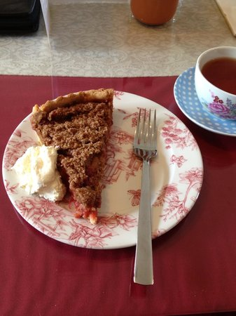 Tea and Garden Rooms: Apple and raspberry crumble .