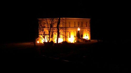Domaine et golf du Roncemay : le chateau la nuit
