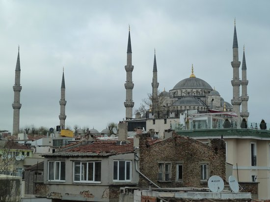 Artefes Hotel Istanbul: Blue Mosque view from Artefes Roof