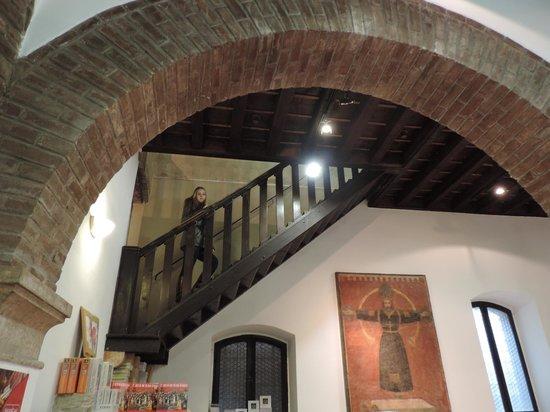 La escalera para subir al interior de la casa picture of - Escaleras para casa ...