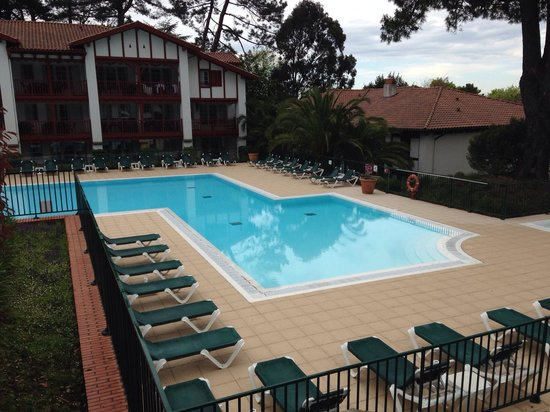 Pierre & Vacances Residence La Villa Maldagora: Piscine ouverte au 01/05