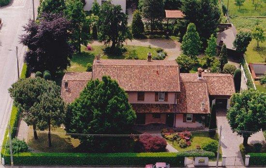 Bergamo Chez Toi B&B : La villa dall'alto