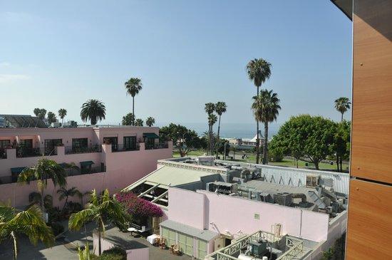 Shore Hotel : Vistas parciales al mar