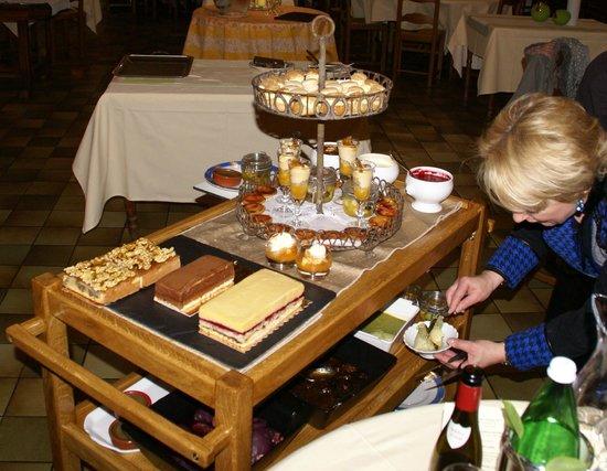 André Chatelard : Une partie du chariot de desserts