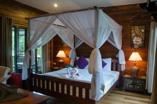 Thai Thai Sukhothai Guest House: Our room in Thai Thai, super comfortable bed, beautiful design, care for every detail