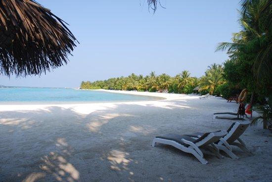 Sheraton Maldives Full Moon Resort & Spa : east side beach