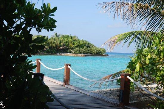 Sheraton Maldives Full Moon Resort & Spa : heading to the spa