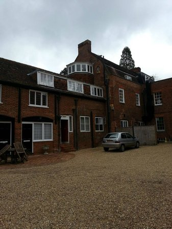 Hallmark Hotel Flitwick Manor: Our room led out to that observation window up top