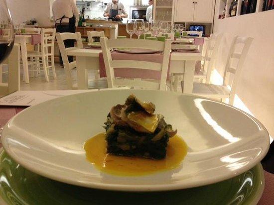 Osteria del Taglio: scarola e pesce azzurro su salsa allo zafferano