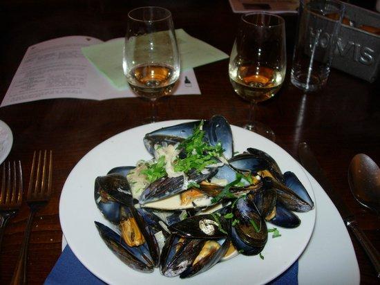 Berties Restaurant & Bar: Mussels, cider & shallot sauce