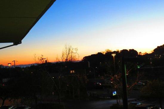 Best Western Plus Novato Oaks Inn: Sunrise from the Room