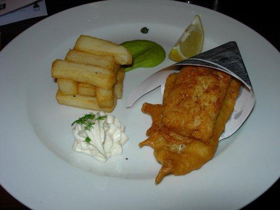 Berties Restaurant & Bar: Cone of two fish, chips, pea puree