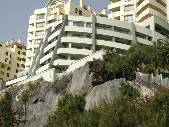 Madeira Regency Cliff: The 59 room hotel is the curved building on the clifftop