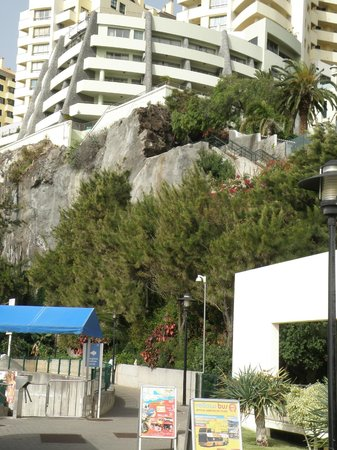 Madeira Regency Cliff: Looking up at the hotel from the sealevel Lido.