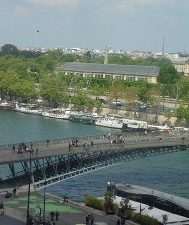 Musée d'Orsay : Vista do Sena pelo vidro do Museu