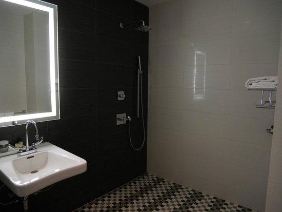 Ameritania Hotel: salle de bain chambre 1014