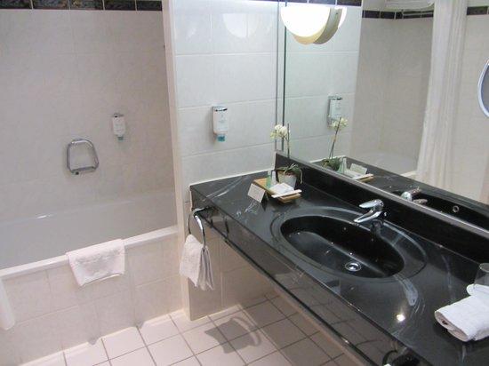 Steigenberger Hotel Bad Homburg: Nice, clean bathroom