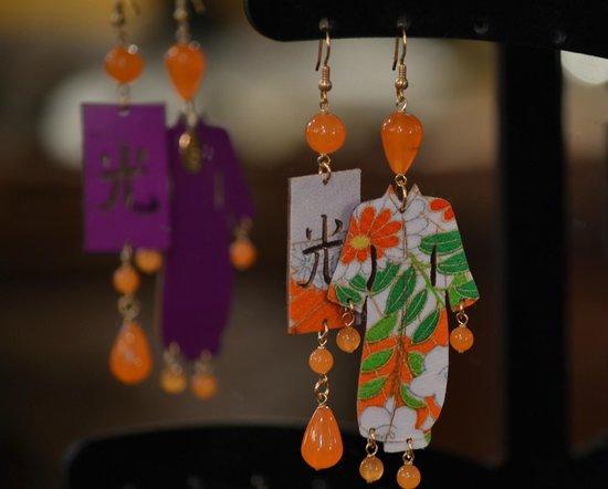 Les Voyageurs: Orecchini Kimono rivestiti in seta