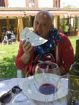 I Muretti: dalla bontà ci mangiamo anche i piatti